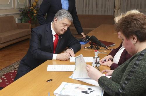 AP Interview: Ukraine ex-PM accuses president of corruption