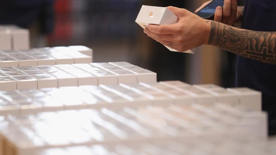 Apple end four-day winning streak