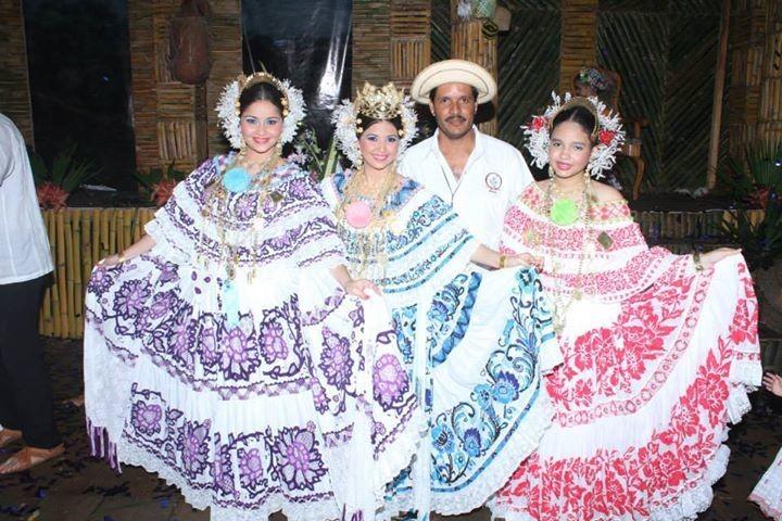 Junto a mis Princesas y mi Instructor. Genesis Rodriguez Maria Milagros Aguilar Francisco Bustamante.