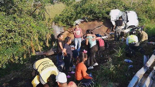 One dead, 81 injured in Mexico after truck ferrying migrants overturns