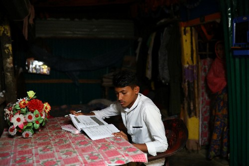 Rohingya 'lost generation' struggle to study in Bangladesh camps