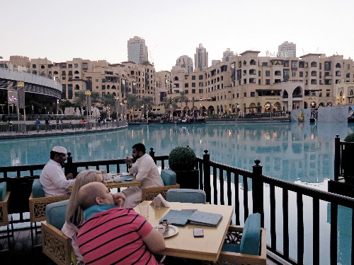 Dubai tells food groups to give calorie details on all menus