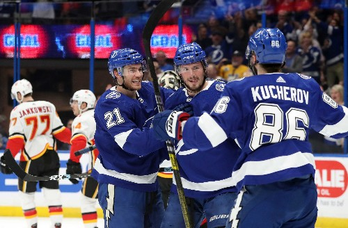 Kucherov, Lightning light up Flames