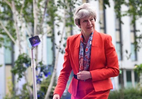 May appelle les Britanniques à la soutenir face à l'UE