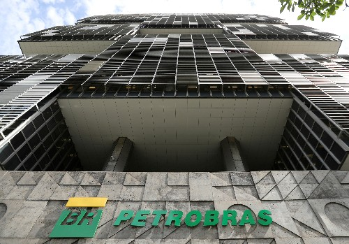 Petrobras workers suspend two-week strike, accept mediation