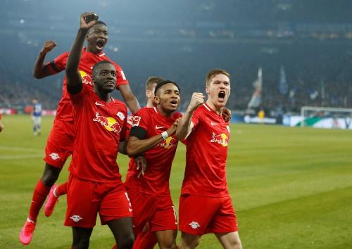 Leipzig crush hapless Schalke 5-0 to stay hot on Bayern's heels