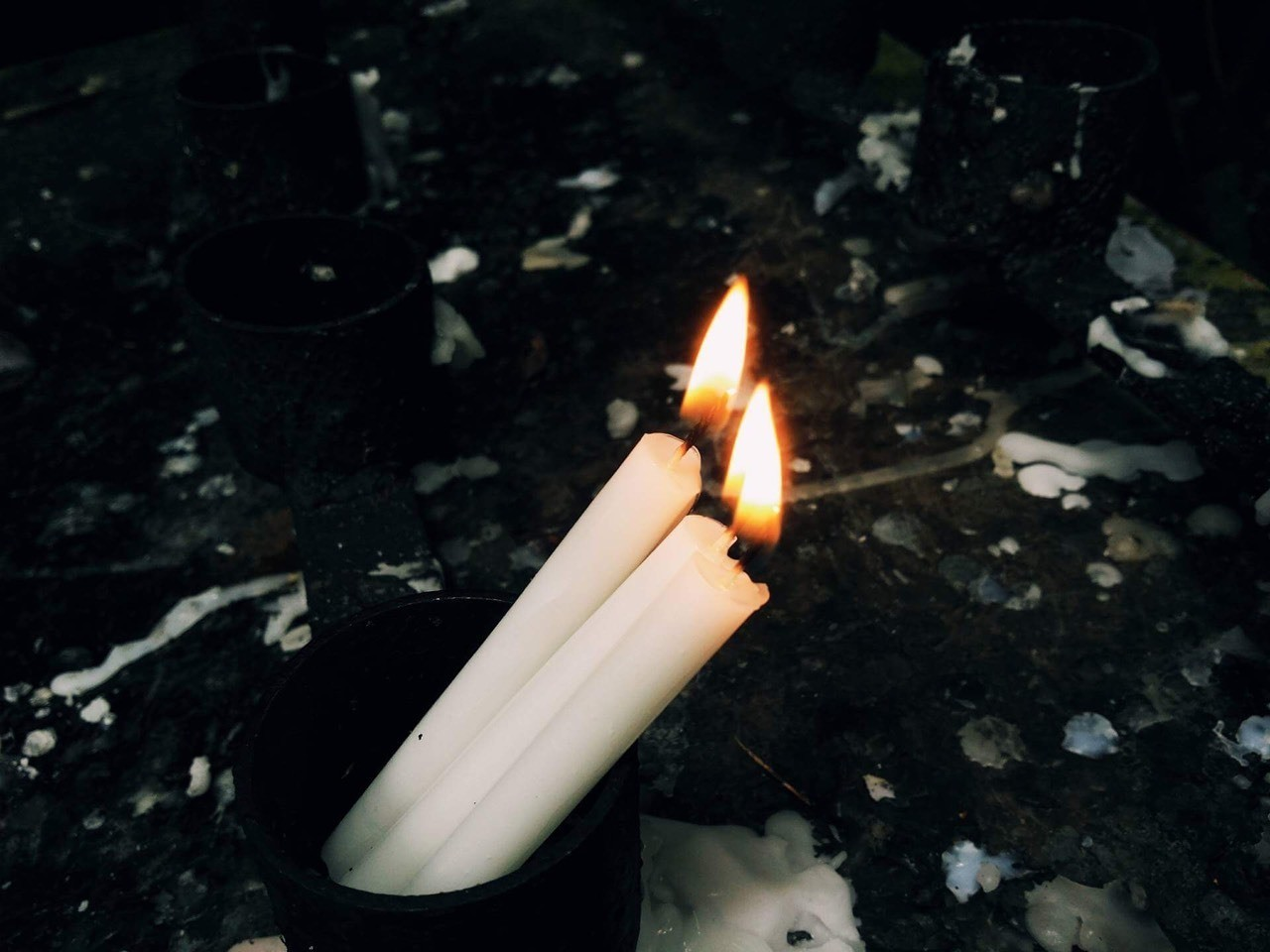 (For Science) A lit candle is a prime example of combustion. Which described as a high-temperature chemical reaction between a fuel and an oxidant, which is primarily oxygen, that produces oxidized, often gaseous in a mixture termed as smoke. The heat found in the flame is what causes it to be self-sustained. Combustion is often a complicated sequence of elementary radical reactions. (By: Andrei Medua)