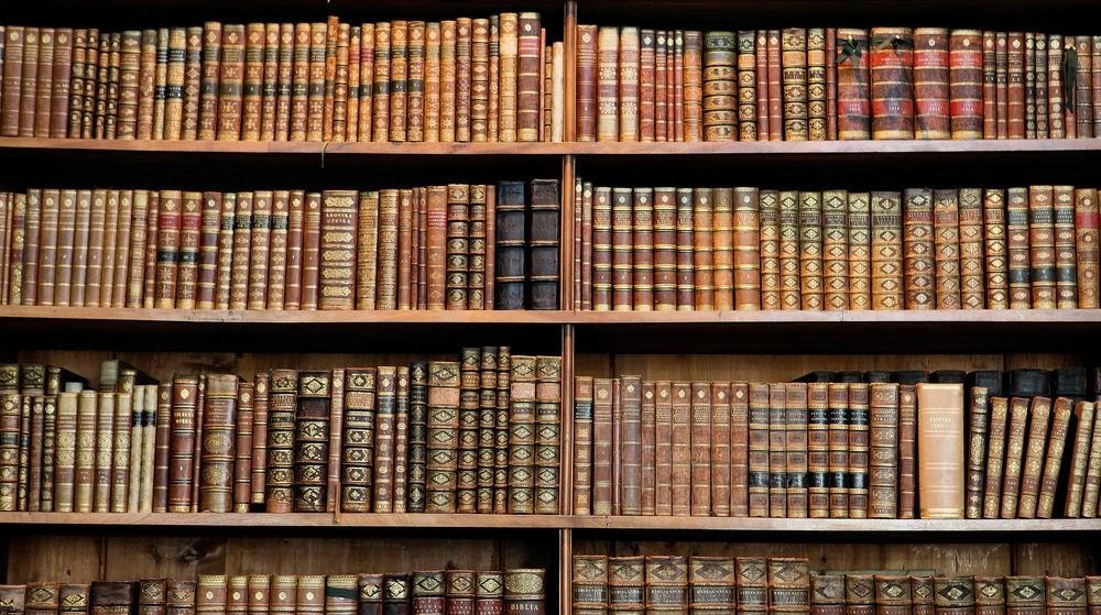 """""""Los libros son esa clase de instrumentos que, una vez inventados, no pudieron ser mejorados, simplemente porque son buenos. Como el martillo, el cuchillo, la cuchara o la tijera."""" Umberto Eco"""