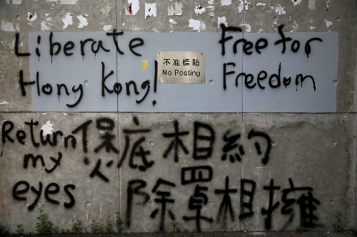 """Líder de Hong Kong aponta diálogo e """"respeito mútuo"""" como saída do caos"""