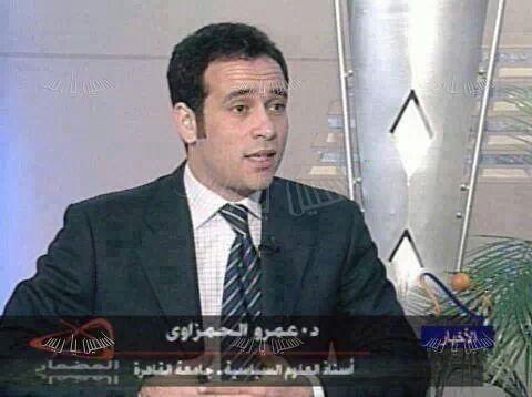 صورة نادرة لعمرو حمزاوي قبل ما الحلاق بتاعه يموت
