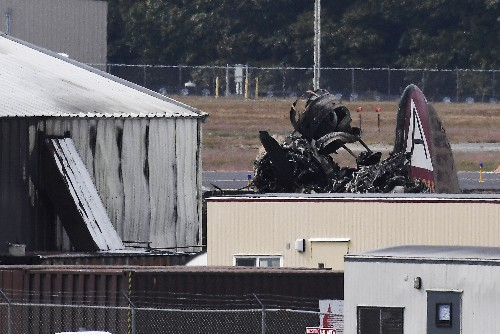 World War II-era bomber crashes; at least 7 reported dead