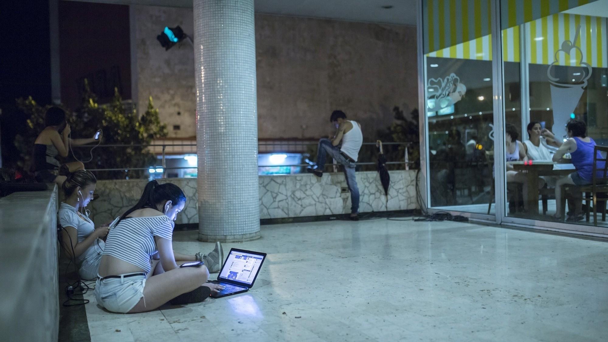Relatos de Havana: Como É Usar a Internet pela Primeira Vez