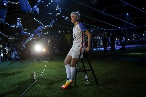 Rapinoe kneels during anthem again, this time as member of U.S. team