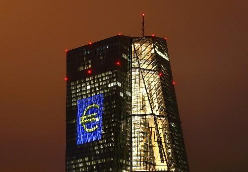 La BCE laisse ses taux inchangés, Draghi défend son bilan