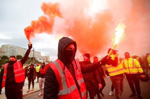 French retailers, hoteliers warn strikes could spoil Christmas season