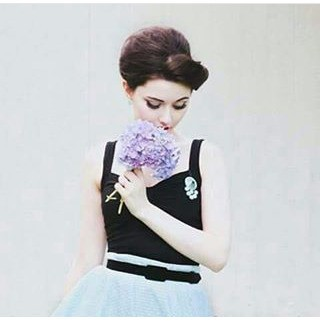 لا تندم على حب عشته حتى لو صارت ذكرى تؤلمك فان كانت الزهور قد جفت و ضاع عبيرها ولم يبقى منها غير الاشواك