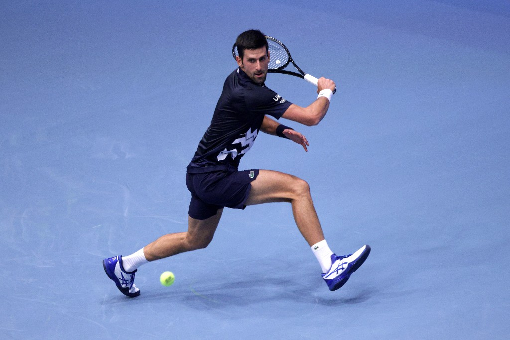 Djokovic survives scare in Vienna