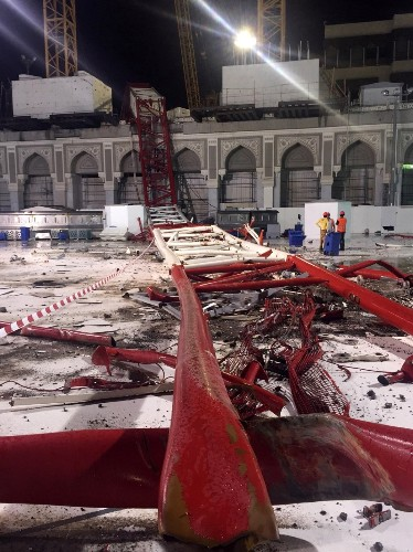 Crane Collapses at Mecca's Grand Mosque: Pictures