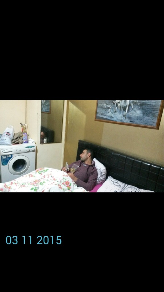 En İlginç Uyku Anı ....yatakta Çamaşır Makinası Nı Sinema Edasında İzleme - cover