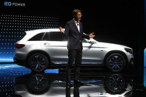 Daimler to seek 6 billion euros in cost savings at Mercedes: Manager Magazin