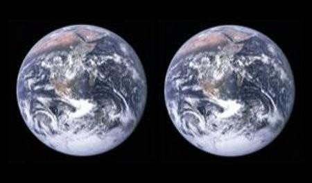 """La N.A.S.A a descubierto el """"hermano gemelo de la tierra """" segun ellos estan esperando una nueva señal de vida .El 99% de las personaa dicen que esto es como una paradoja del tiempo , y que esta foto es solo un deblaje de la tierra echa por la N.A.S.A ,pero el otro 1% creé que es cierto y que esto puede llegar a causar una impostoria que si existen nuevas sañales de vida la N.A.S.A tendria miedo de que nos reemplaze"""