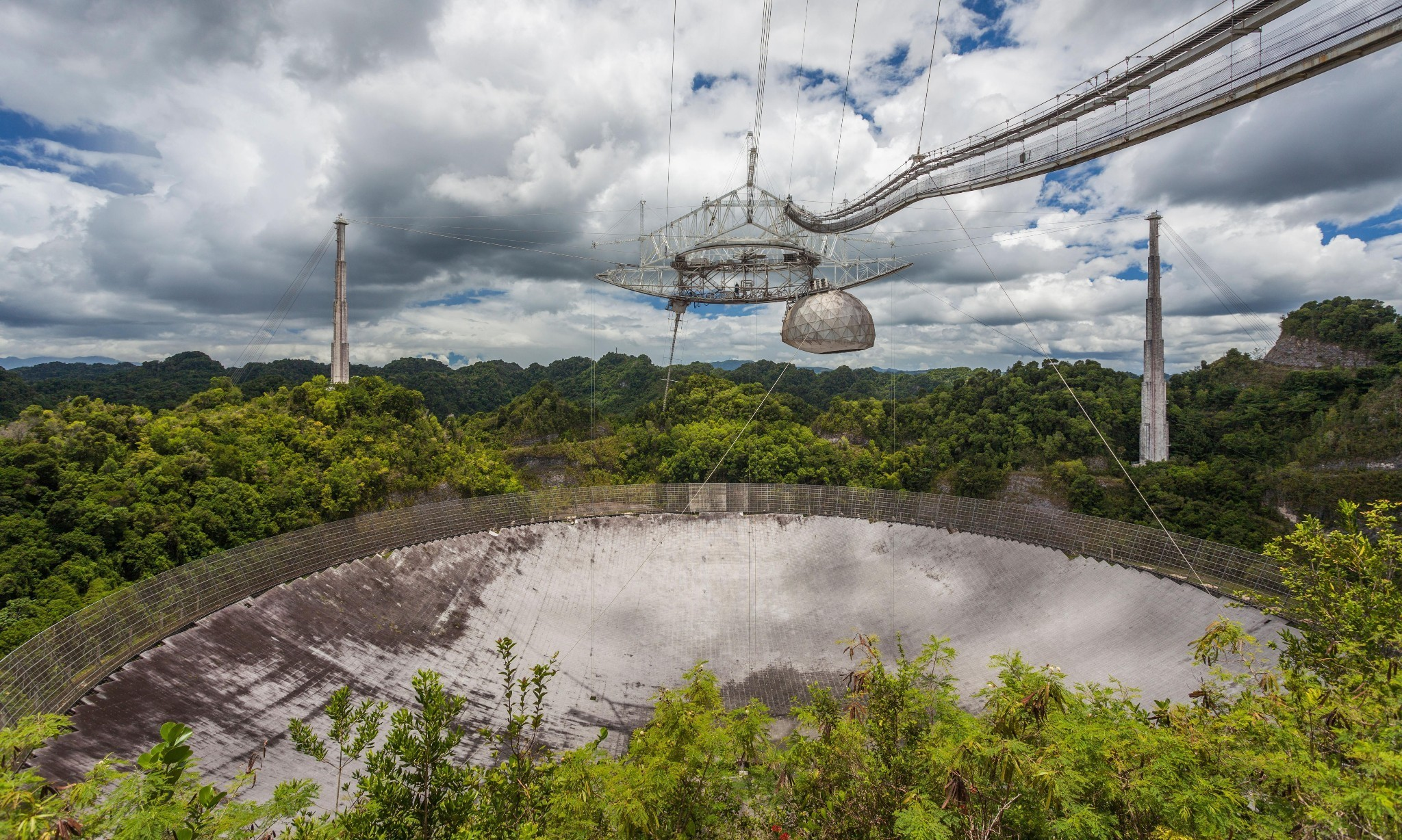 Giant Arecibo telescope faces closure