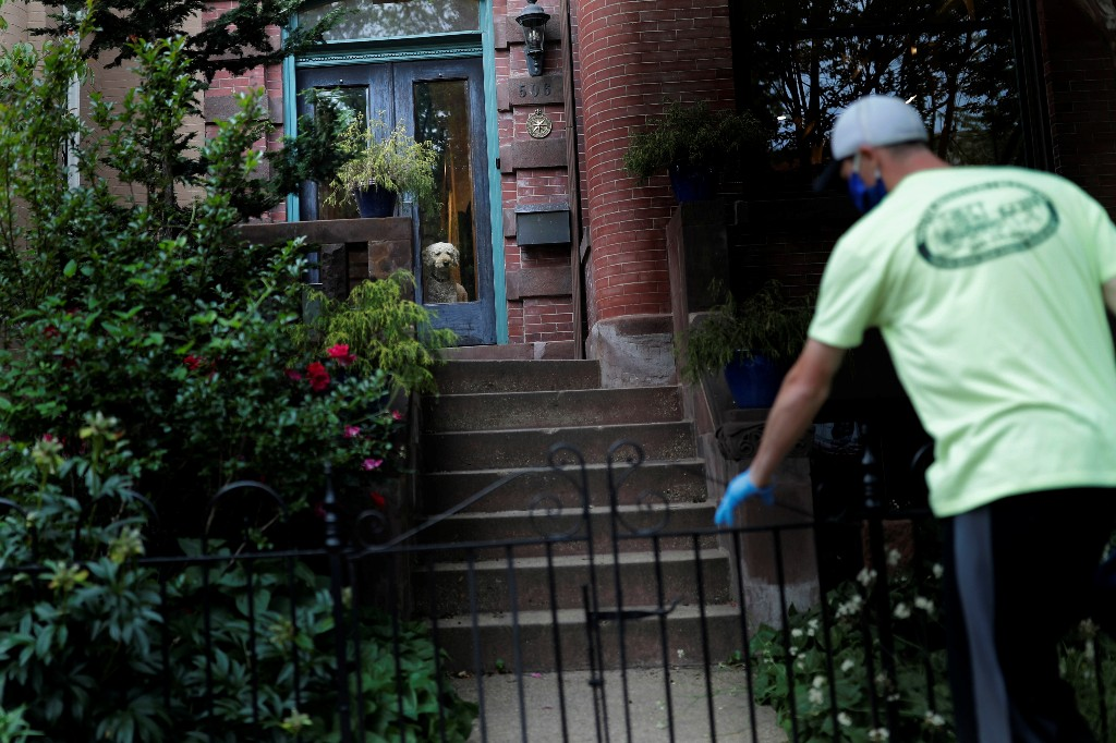 Old-fashioned milkman makes the rounds as U.S. shoppers stay home