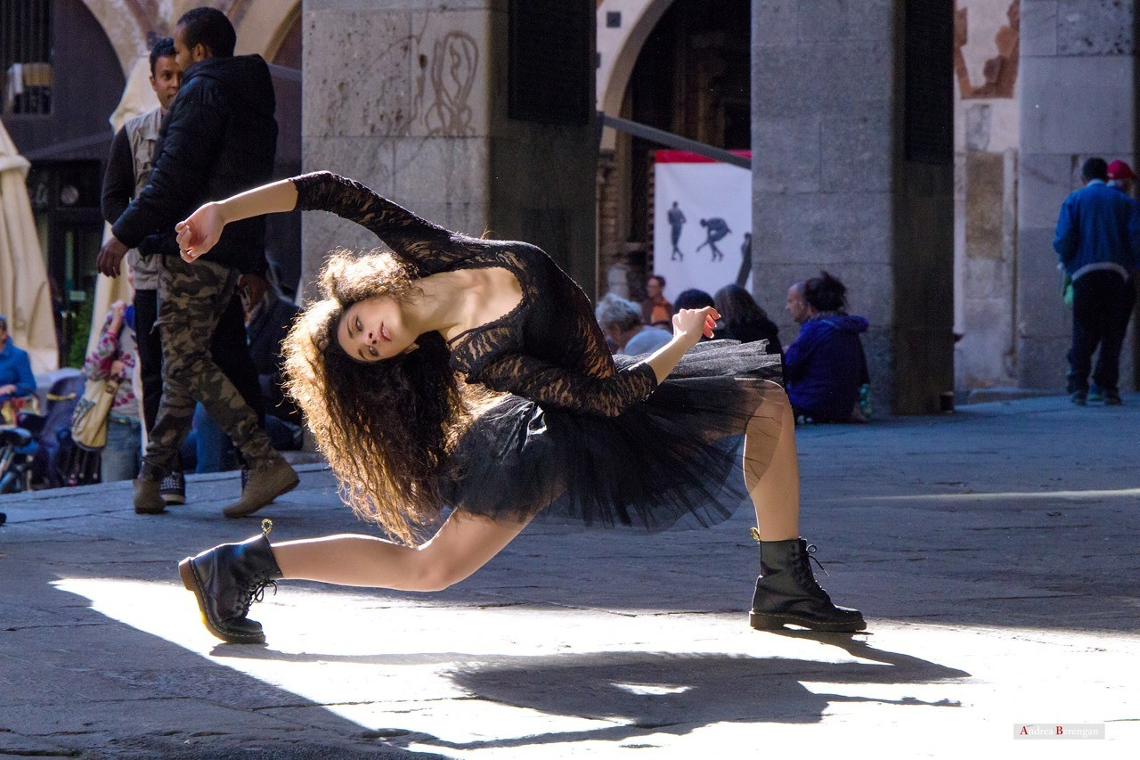 Dancer in Milan Center