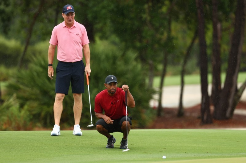 Woods and Manning beat Mickelson and Brady in charity match