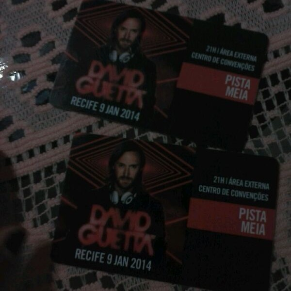 """Hoje, 9/01/14 show do """" David Guetta """" em Recife - PE. Quem vai? Eu vou!! O_/"""