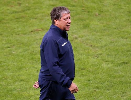 'I'm not the problem,' says Ecuador coach after Copa exit