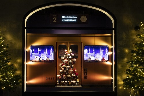 Christmas Store Windows in Pictures