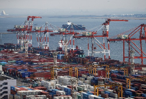 IMF says first-quarter global trade growth slowest since 2012, big downside risk