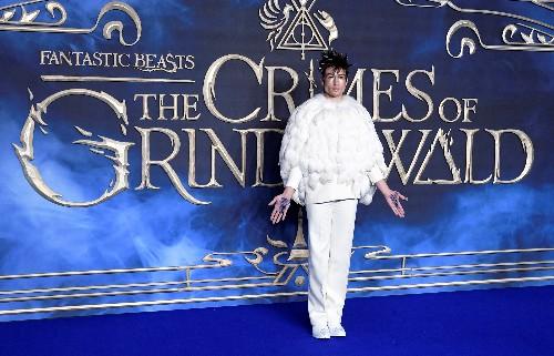 "Oscura nueva película de J. K. Rowling ""Fantastic Beasts"" llega a los cines del mundo"