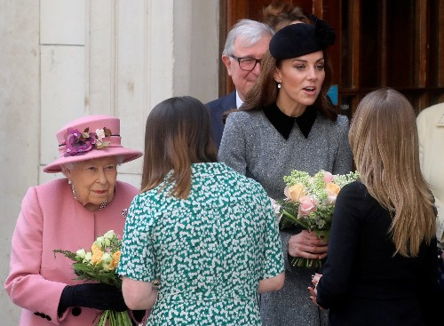 Queen, Duchess of Cambridge encounter robotic arm at London's King's College