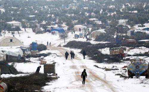 Shelterless Syrians burn refuse for warmth in bitter Idlib winter
