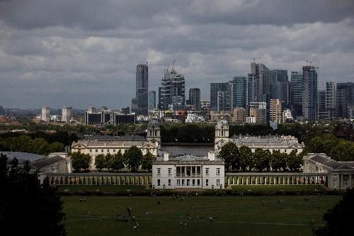 Überschuss im britischen Staatshaushalt sinkt deutlich