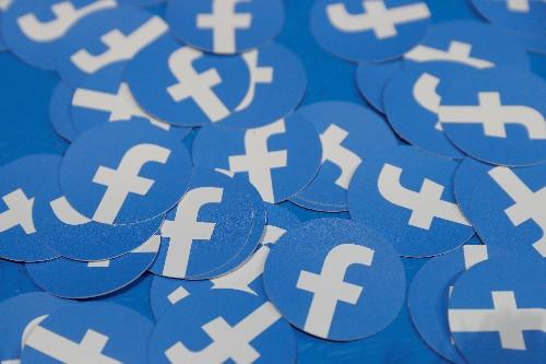 El cofundador de Facebook dice es que es momento de dividir el poder de la compañía