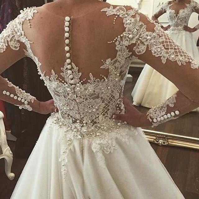 Love this dream wedding dress!