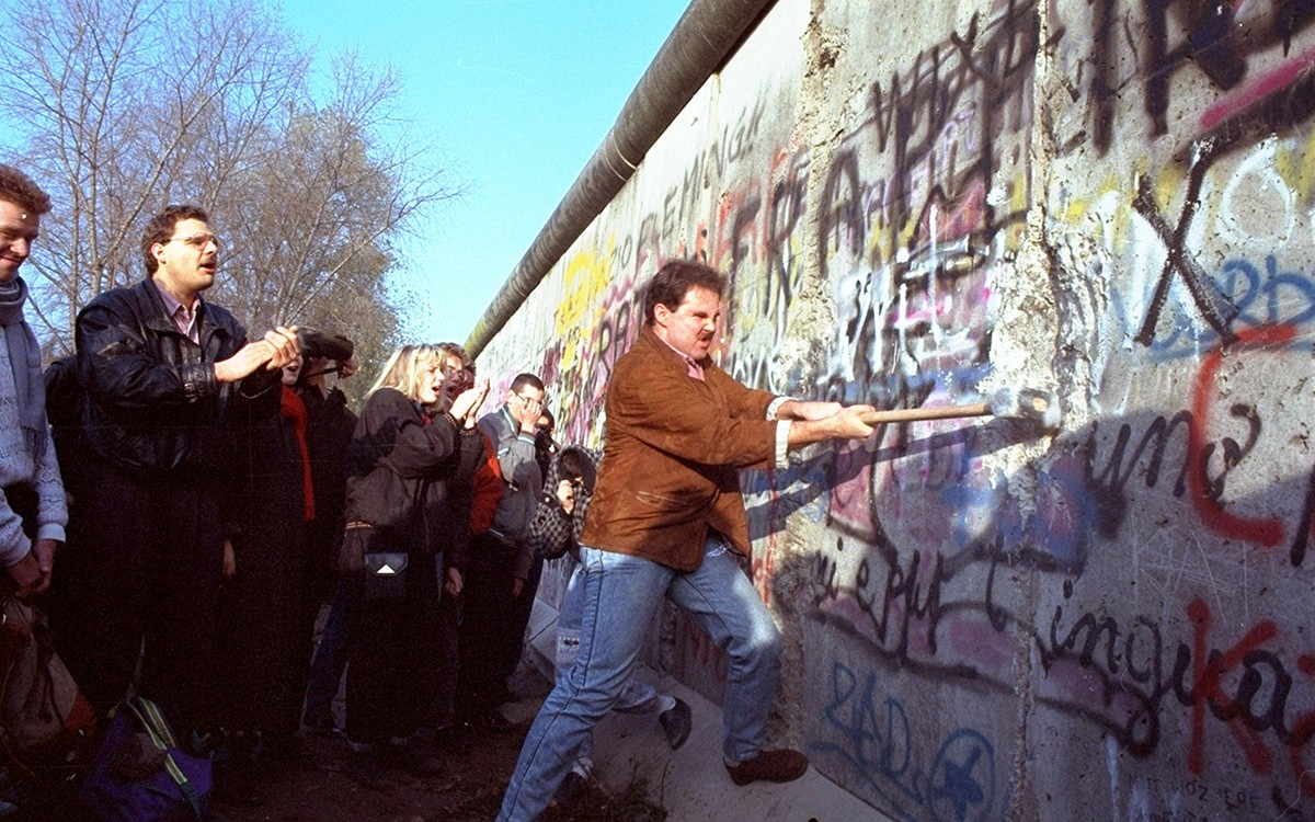 Remembering the Fall of the Berlin Wall: A Firsthand Account From a Flipboard Curator