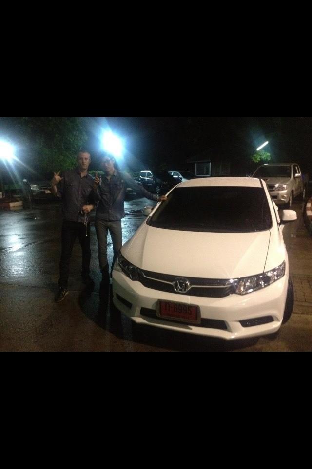 내인생에서 새차를 처음사게 된 차가 이 혼다 시빅이다. 2012년10월30일. 결코 잊지않겠다. 바로 인수받은 날.