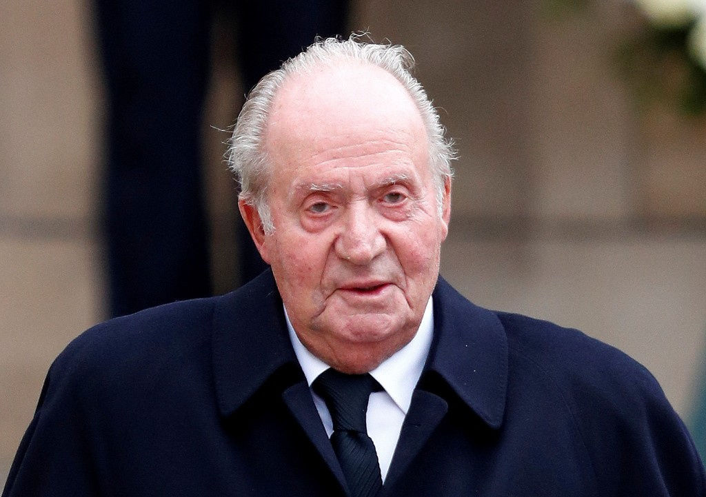 Spaniards ask where Juan Carlos has gone after ex-king leaves country