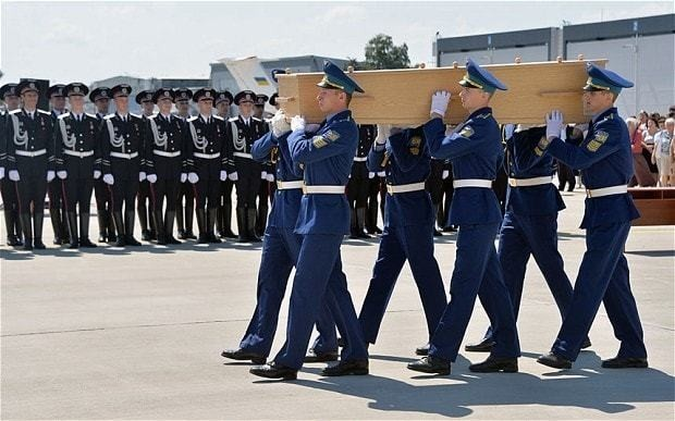 More MH17 bodies return to Netherlands as EU mulls Russia sanctions