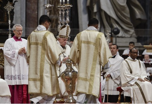 Pope celebrates Holy Thursday ahead of foot-washing ritual