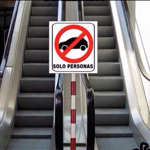 Escaleras eléctricas solo para peatones !