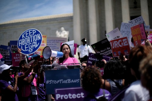 U.S. appeals court lets Trump abortion referral 'gag rule' take effect
