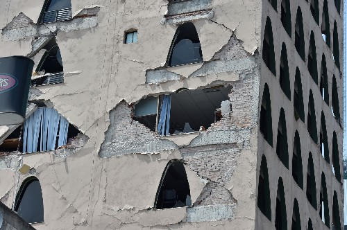 Earthquake Rocks Mexico: Pictures