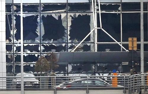 Ataques reivindicados pelo Estado Islâmico deixam ao menos 30 mortos em Bruxelas