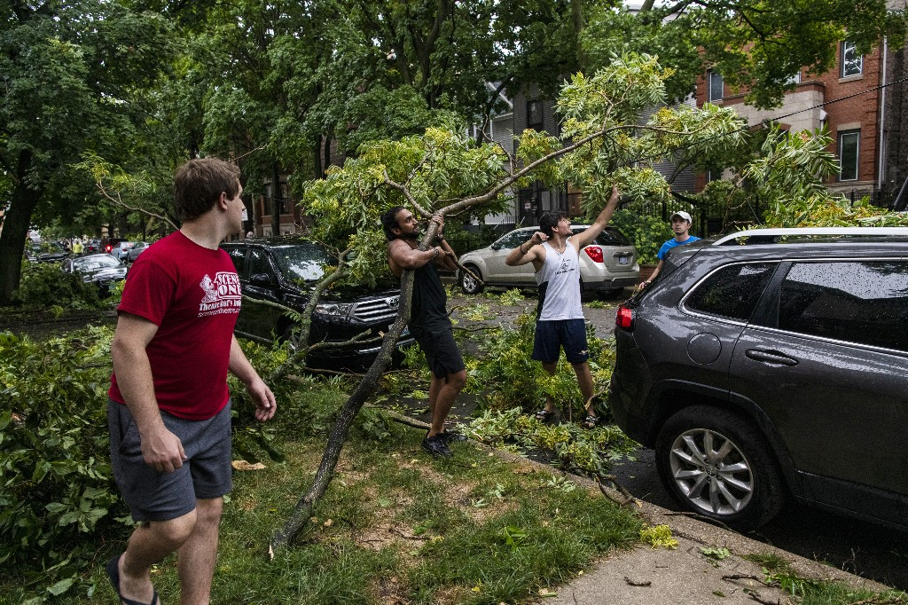 Powerful derecho leaves path of devastation across Midwest