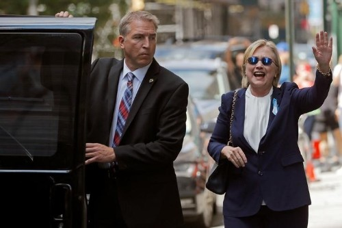 Clinton's bout of pneumonia raises worries for Democrats